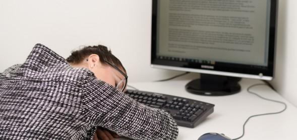 sleeping-employee-589x279